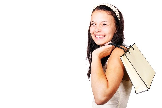 Dívka s nákupní taškou