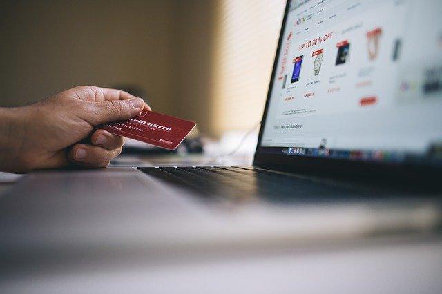Kreditní karta a počítač